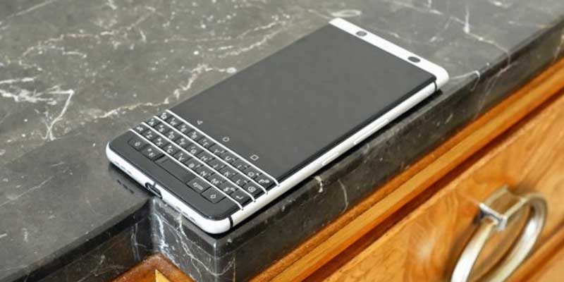 BlackBerry Keyone Meja